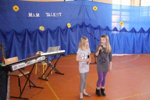 Julia Dytkowska i Maja Budzińska kl.IIIa-Mam Talent 2010