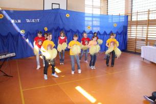 Grupa taneczna kl.IV a i b-Mam Talent 2010