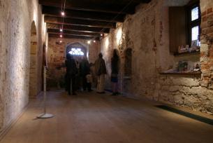 Wnętrze jednej z sal Domu Długosza, które są udostępnione turystom.