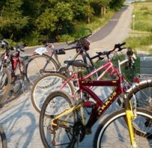 Wypożyczalnia rowerów przy Sanatorium Włókniarz
