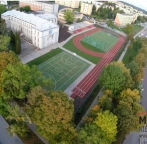 Boisko wielofunkcyjne przy I Liceum Ogólnokształcącym nr1 w Busku-Zdroju