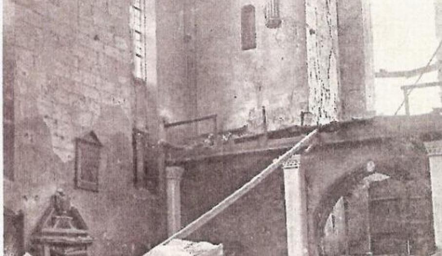 Zniszczenia wnętrza. Widok na ścianę zachodnią.