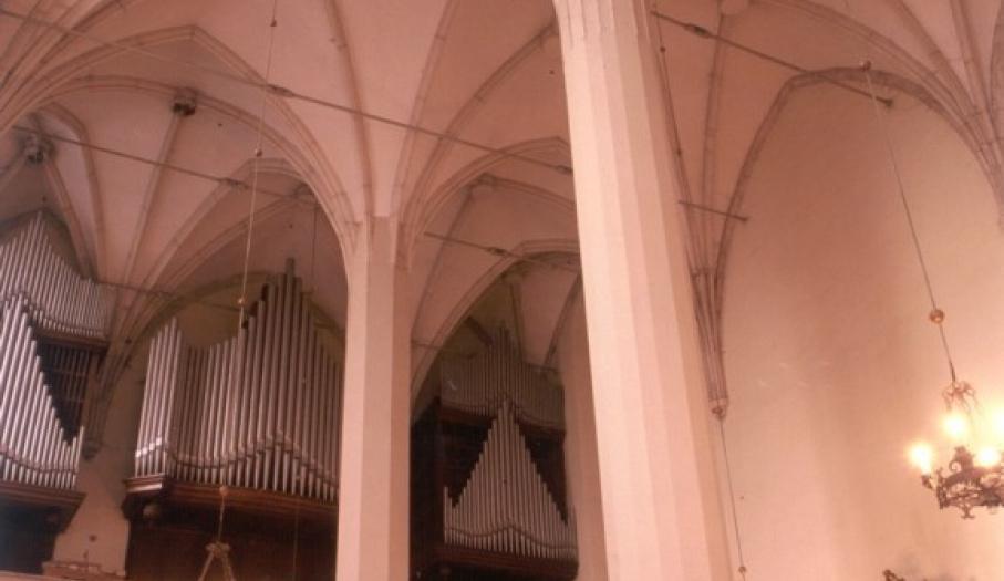 Wnętrze Kolegiaty w Wiślicy (kolumny palmowe)