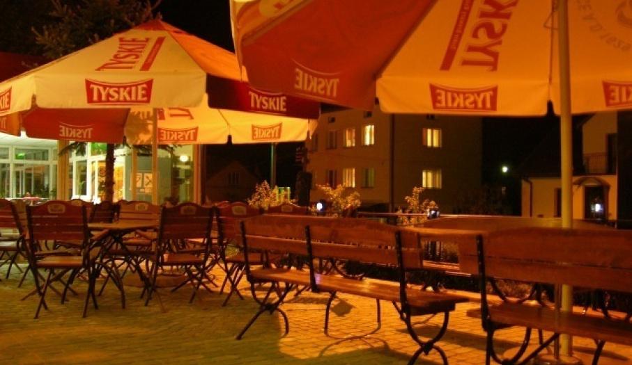 Hotel Pod Świerkiem, ogrodek noc